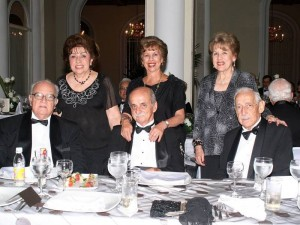 Eugenia de Barrera, Libia de Gómez, Felina de Uscátegui, Álvaro Barrera, Arturo Gómez y Carlos Uscátegui.