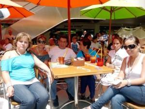 Gladis Villalba, Elsa de Fernández, Edward Fernández, Inés de Fernández, Nelly Uribe y Carolina Fernández.
