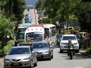 El mayor flujo vehicular se concentra en este punto de la calle 93 con Transversal Oriental. (Javier Gutiérrez).