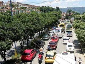 Las congestiones viales van desde el viaducto La Flora y avanzan por la Transversal Oriental.