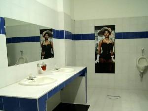 Así lucen ahora los baños, reformadas especialmente sus paredes y colores.