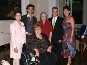 Carmenza Clausen de Figueroa, Clara Inés Blanco de Galvis, Manolo Azuero, Eugenia Arango de Sanmiguel, Emilio Sanmiguel y María Teresa Figueroa.
