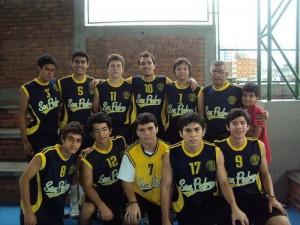 Equipo masculino de voleibol, categoría menores, del colegio San Pedro Claver.