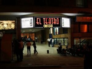 Luego de un mes de trabajos, revisiones, trasnochos, correcciones y órdenes, el teatro abrió sus puertas para ser uno de los más visitados de la ciudad.