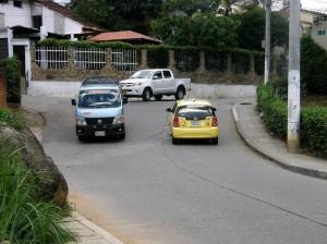 Pedimos a las autoridades más control en el flujo de carros y motos. (Javier Gutiérrez).