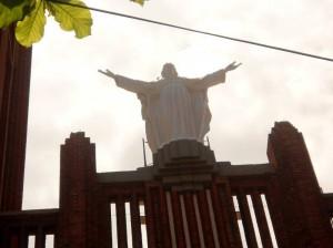 La imagen del Sagrado Corazón, de la fachada, ya fue lavada.