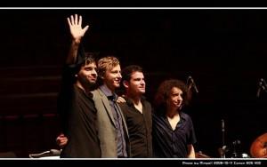 Sebastian Schunke – piano (Alemania), Dan Freeman – Saxo (Alemania/Australia), Marcel Kroemker – Bajo (Alemania), Diego Pinera – Batería (Alemania/Uruguay).