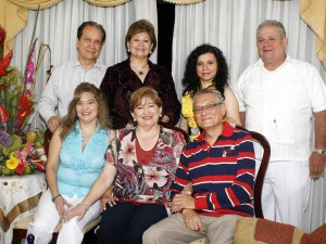 Estela Carreño, Amparo Delgado, Alonso Villamizar, (de pie) Gabriel Bareño, Martha de Bareño, Edith Gutiérrez y Alejandro Rodríguez.