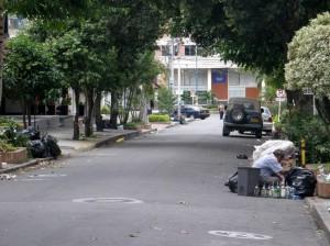 En la carrera 34 con calle 48 hay varias oficinas y almacenes que se han visto afectados por las basuras.