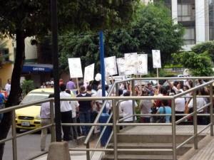 Los trancones frente a la Registraduría eran evidentes por la presencia de seguidores de los candidatos políticos.