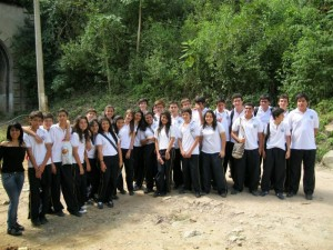Este es el grupo de noveno grado que estuvo en el asentamiento humano El Túnel, al norte de la ciu-dad.