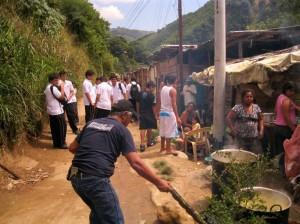El alumnado vivió de cerca las condiciones de necesidad en las que viven muchas familias del norte de Bucaramanga.