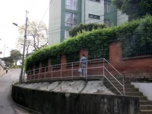 En estas escaleras entre El Tejar y La Pedregosa ocurren atracos en las noches, según algunos residentes.