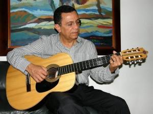 En la actualidad su guitarra sigue siendo la amiga que le ayuda a componer canciones.