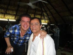 Al lado de otro gran compositor y cantante, Fabián Corrales.