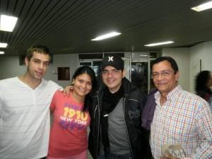 Su hija, el esposo, Peter Manjarrés y Fernando Meneses.