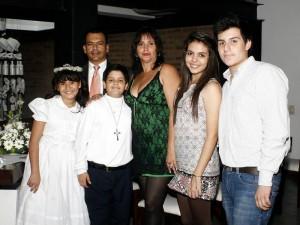 En la foto María Lucía Duarte, Sebastián Duarte, Óscar Duarte, Adriana Rangel, Camila Ramírez y Nicolás Duarte.