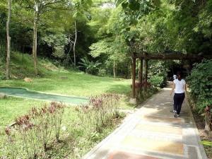 El parque La Flora necesita más luminarias en sus pasillos.