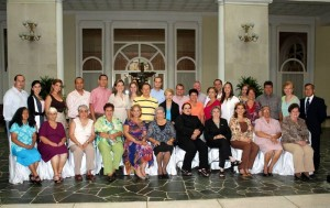 Marina Delgado de Serrano y sus mejores amigas y amigos.