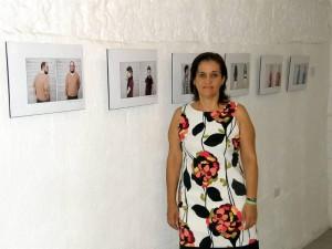 En 'Artemisia' todavía se exponen obras de los artistas que participaron en la apertura, aquí con las de Nidia Coy, su hija.
