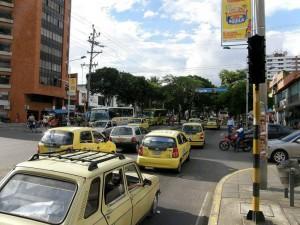Congestión vehicular en la calle 52 con carrera 33.