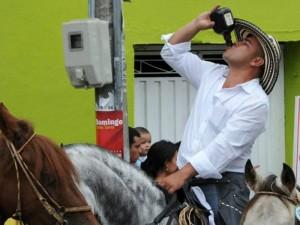 Según la Policía Metropolitana de Bucaramanga, el 80% de los caballistas ingirieron licor en la cabalgata.