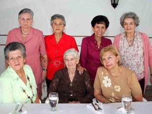 Myriam Uribe de Escobar, Carmen E.de Díaz, Elvia de Naranjo, Alcira Rey de Pieschacón, Aminta Prada de González, Myriam Ramírez de Pedroza y María Victoria de Otálora.