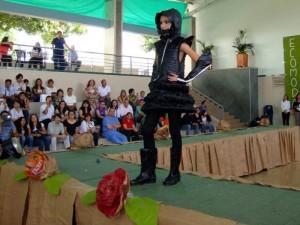 Desfile en el colegio San Pedrito, con los estudiantes de primaria.