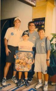 Junto a su esposa, a su hijo Carlos Fernando y a un entrenador estadounidense.