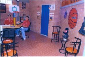 En la Escuela de Baloncesto Iván Olivares, una de las más importantes de este deporte en Santander y el país.