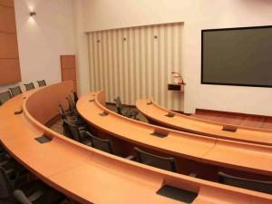El auditorio cuenta con video beam de última generación.