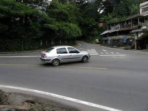 Este cruce de la carretera antigua al sector del cementerio Las Colinas, Lagos del Cacique y la Udes, también quedó prohibido.