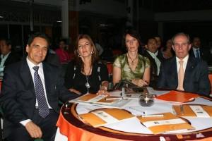 Gilberto Ramírez, Fabiola Báez, Marta de Montoya y Alberto Montoya Puyana, rector de la Unab.