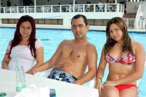 Tatiana Amaya, Gerson Ortiz y Deisy Grass, en el Club Profesionales.