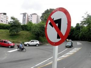 Nueva señalización en la entrada a La Floresta y Lagos del Cacique.