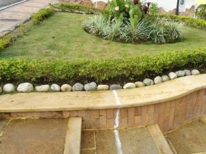 La familia De La Peña ha invertido casi 15 millones de pesos en adecuaciones del frente y jardín de su casa.