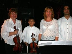 Hace cuatro años, en una de sus presentaciones al lado de su maestra Irina Litvin.