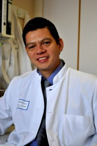 William Omar Contreras López tiene 36 años y es un destacado médico cirujano en Alemania.