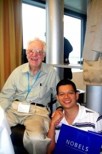 En esta foto junto al Nobel de Medicina, Oliver Smithies.