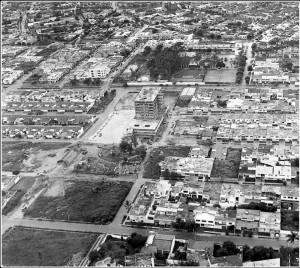 Esta es la zona de la calle 51 con carrera 33, y al fondo el Club Unión. La zona es hoy un complejo comercial importante para Bucaramanga.