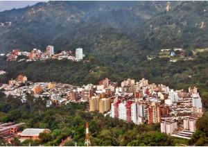 Hoy Terrazas tiene una vía en óptimas condiciones que lo comuni-can con Pan de Azúcar. Al fondo a la derecha se aprecia también el Cementerio Las Colinas.