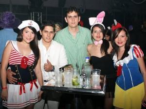 Licenia Pérez, Ricardo Martínez, Andrés Felipe Pinilla, Estefanía Pinilla y María Victoria García se reunieron en la discoteca La Calle.