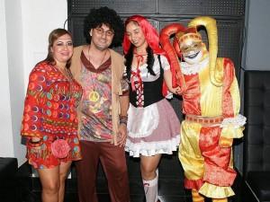 Vicky Ortiz, Alexandro Ahumada, Karina Martínez y Paulo César Gómez, en la discoteca La Calle.