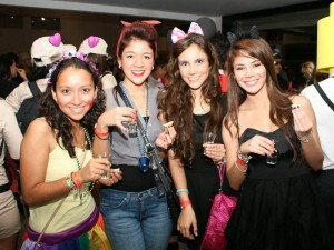 Camila Vargas, Carolina Gil, Paula Ferreira y Daniela Álzate, en la discoteca La Calle.