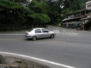 Al parecer continúan los problemas de movilidad en la carretera antigua, a la entrada de Lagos del Cacique y La Floresta.
