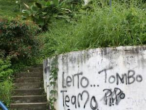 La maleza invade la mayor parte de los corredores del parque La Loma.