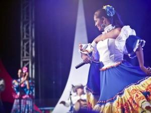 Gaitas, tambores, cantos, baile y mucho sabor en 'Festi Tambó 2011'.