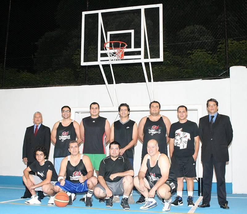 Este es el equipo actual de baloncesto del Club de Profesionales.
