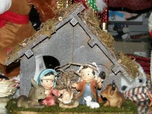 Hacer el pesebre sigue siendo parte de la tradición para que los católicos conmemoren el nacimiento de Jesús.