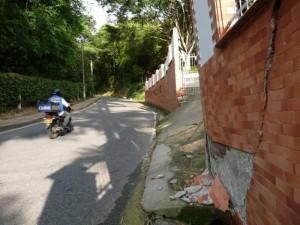 Este es parte del muro que puede colapsar si continúan las lluvias.